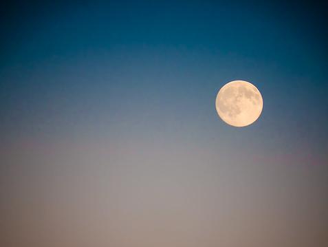 La lune brille surtout en juillet